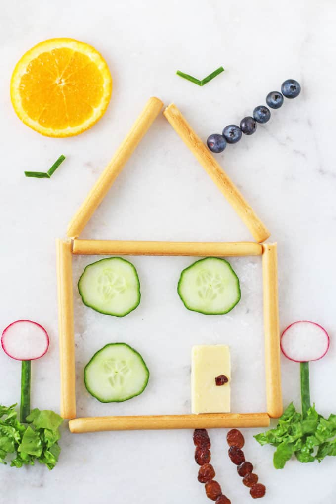 Make healthy snacks fun for kids with this super cute Snack House! A great way to get kids and toddlers excited about their food! | My Fussy Eater blog