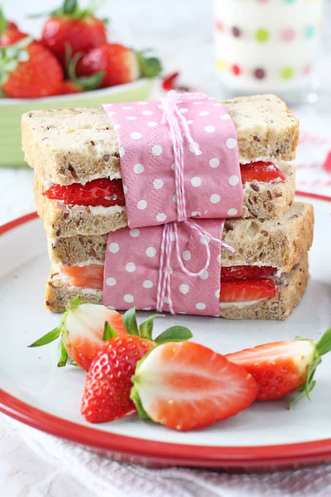A delicious and healthy lunch idea for kids'. Wholemeal sandwiches filled with strawberries and cream cheese! My Fussy Eater blog