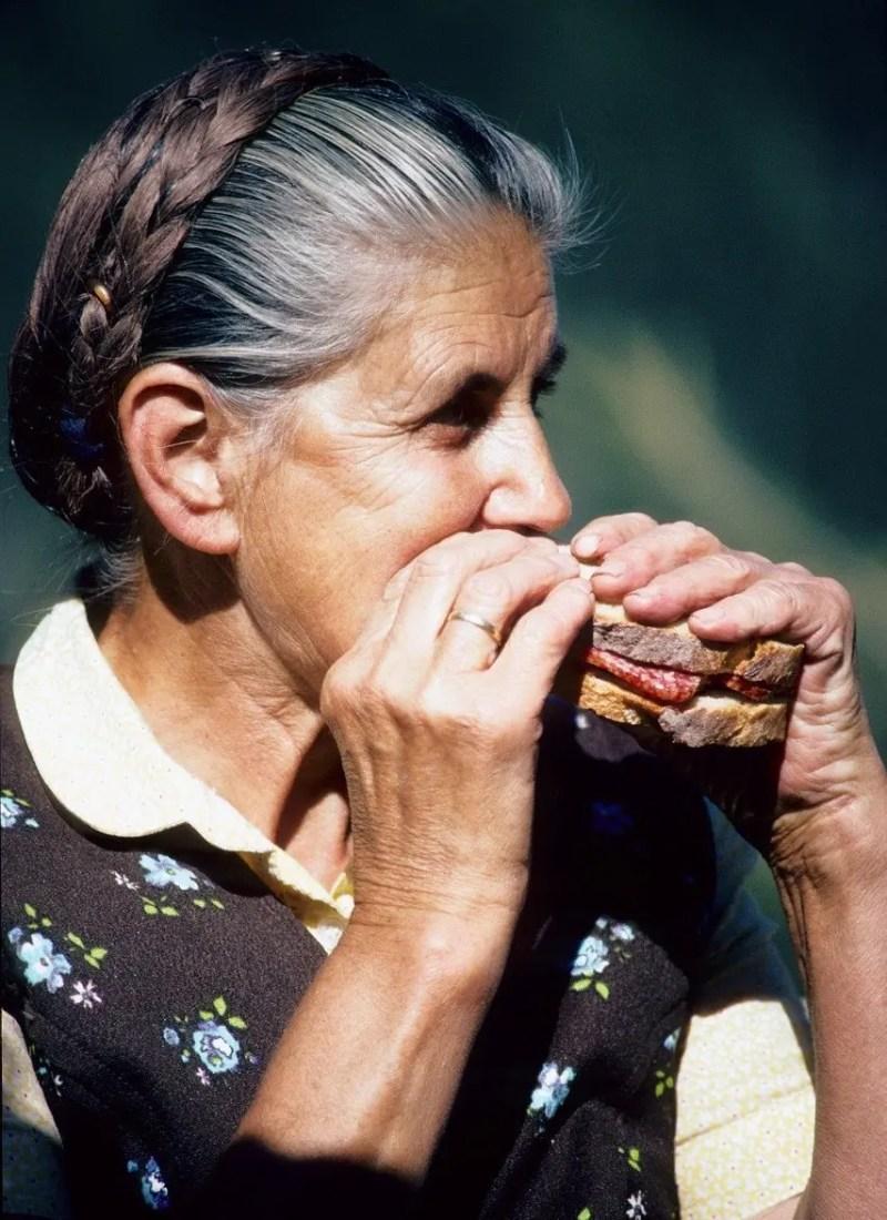 Women eating Abendbrot