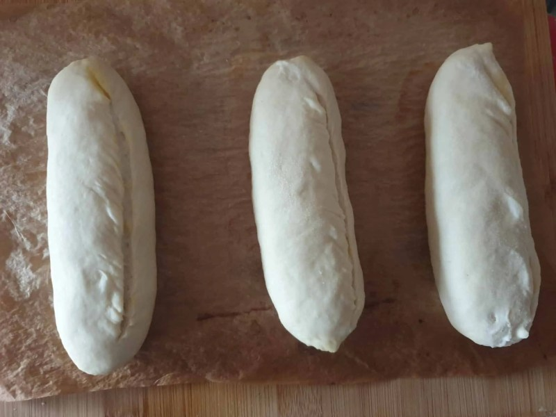 Scoring the sandwich bread rolls