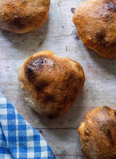 Dinkelknauzen (Spelt water bread rolls)