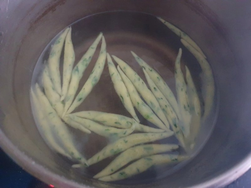 Blanching the noodles in hot water