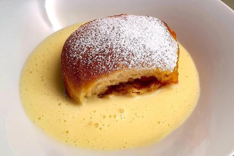 Buchteln with vanilla sauce