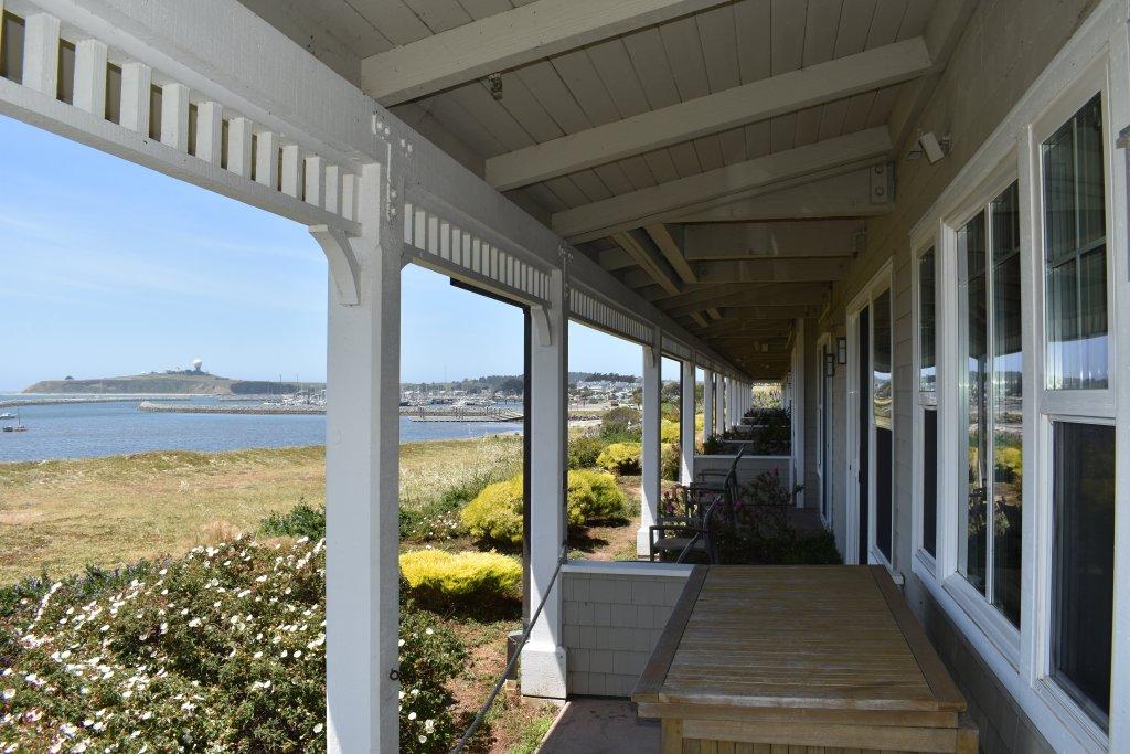 Beach House ocean-view terrace in Half Moon Bay