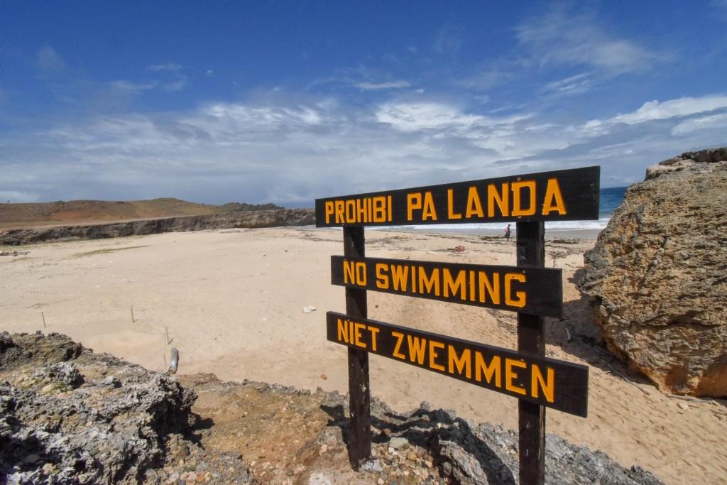 """""""No Swimming"""" in Papiamento and Dutch"""