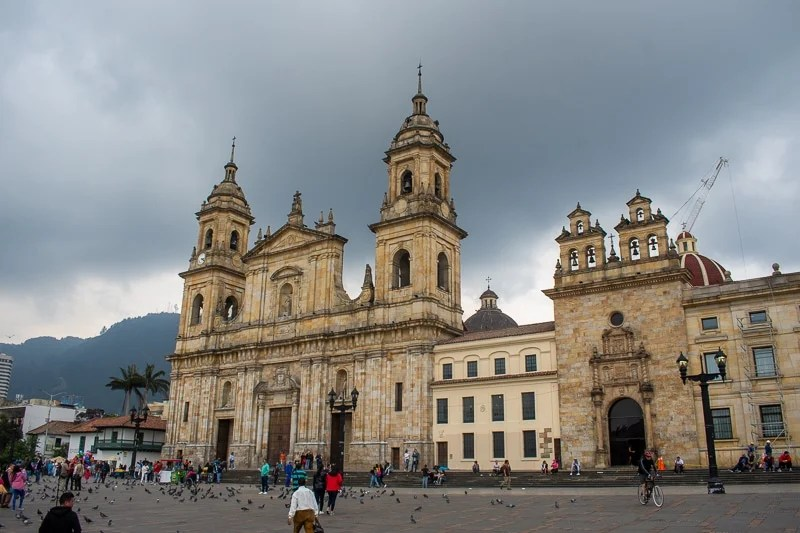 Today, tourists, street sellers, and pigeons flock to the Plaza de Bolívar, where its colonial-era architecture brings a European flair to the Colombian capital.