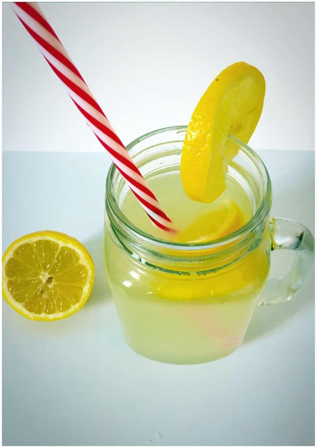 Honey-sweetened lemonade