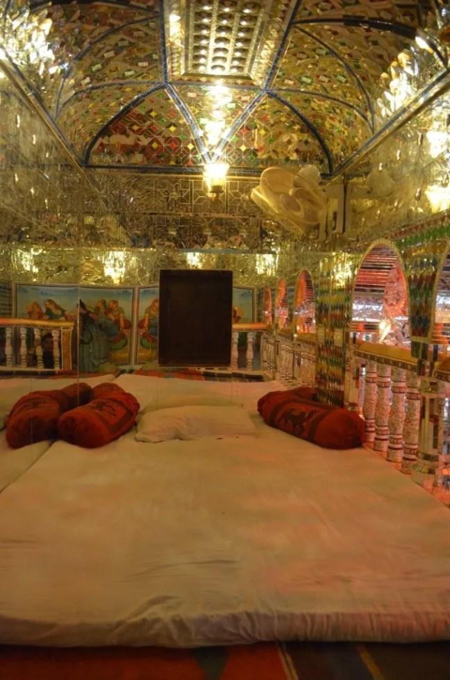 Lounge area of Sheesh Mahal