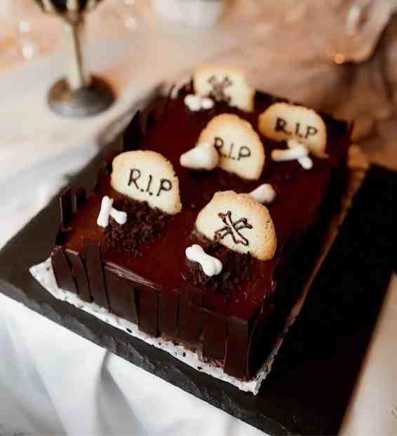 Extra scary Halloween ghost cake recipe