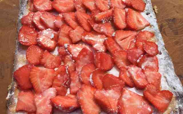 Week van de zomerkoninkjes: aardbeienplaattaart