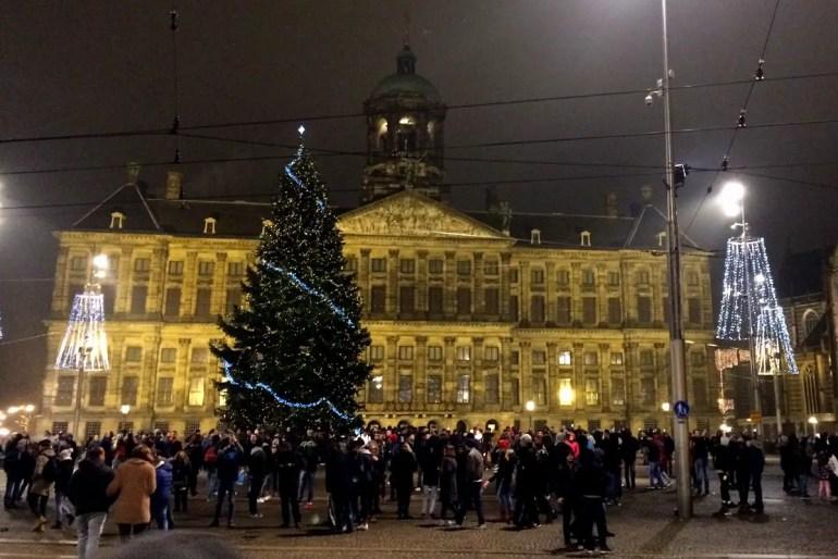 Auch der Königspalast präsentiert sich noch weihnachtlich