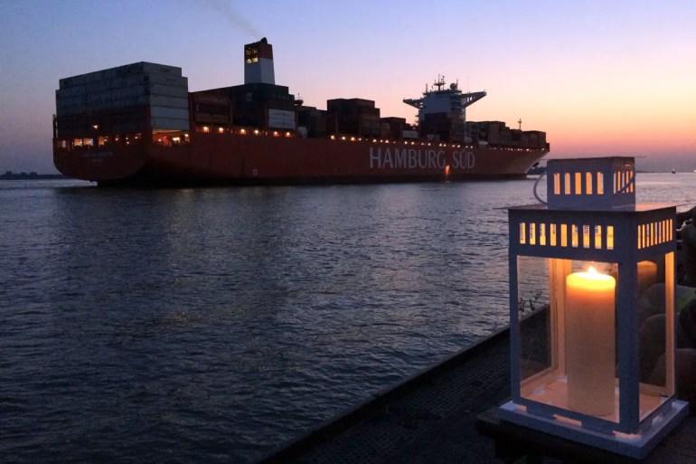 Im Ponton Op'n Bulln gibt's große Schiffe und Sonnenuntergang