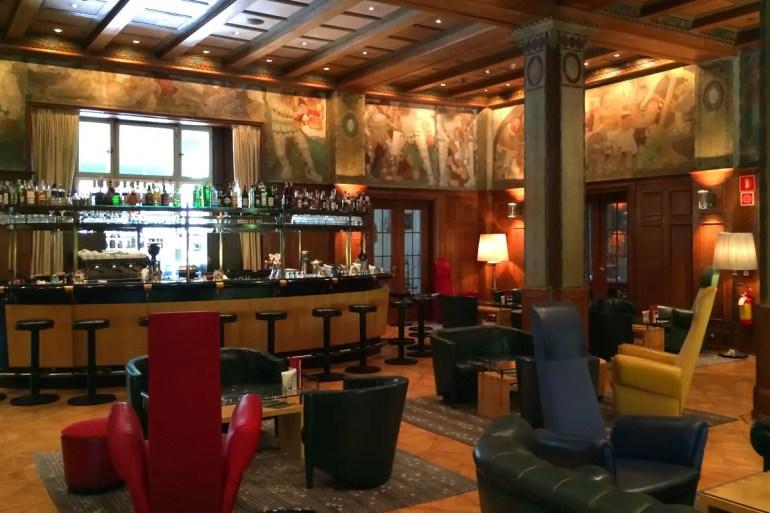 Die Laurin Bar mit ihren Fresken