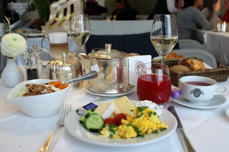 Stilvoll und lecker: das Frühstsück im Restaurant Laurin