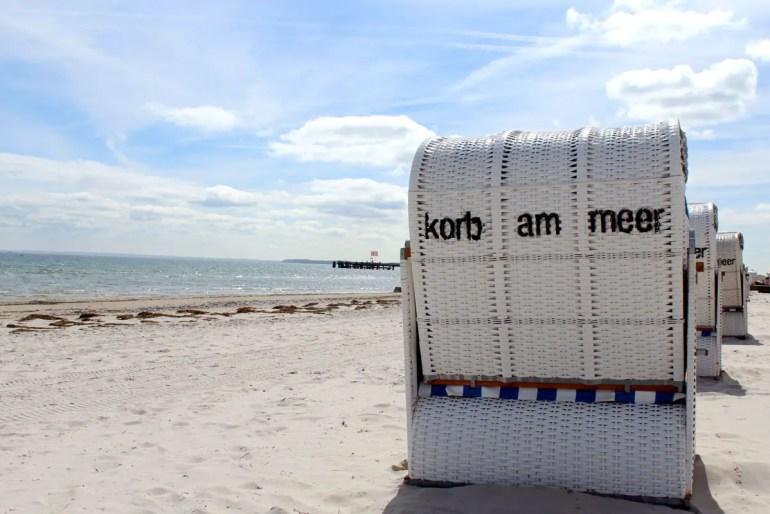 An der Lübecker Bucht reiht sich ein Urlaubsort an den nächsten - oft durch lange Sandstrände miteinander verbunden