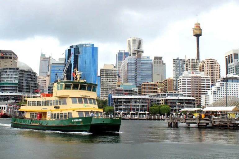 Eine Hafenfähre in Darling Harbour