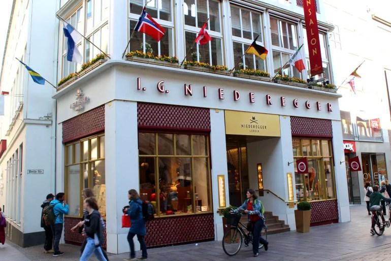 Ein Muss für Marzipanfans: das Café Niederegger