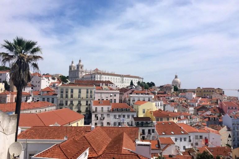 Vom Miradouro das Portas do Sol bietet sich ein toller Blick über die Dächer der Stadt