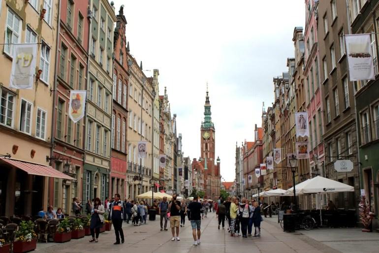 Am langen Markt reihen sich die hanseatischen Kaufmannshäuser aneinander