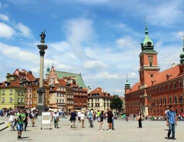 Zentraler Treffpunkt in Warschau: der Plac Zamkowy mit Sigismundsäule und Königsschloss