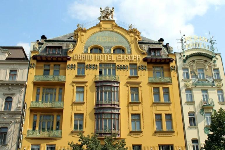 Ein imposantes Beispiel für den Prager Jugendstil ist das derzeit geschlossene Hotel Europa