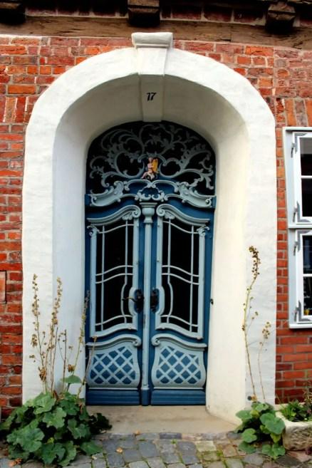 In Lüneburgs Altstadt lassen sich viele hübsche Türen entdecken