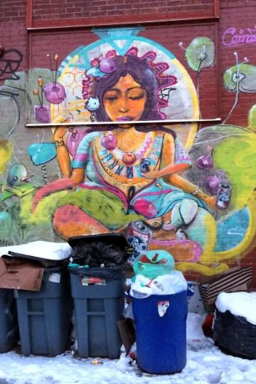 Urban Art im Hinterhof in einer Seitenstraße in Williamsburg