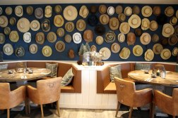 Alte Hüte: Liebe zum Detail auch im Restaurant Holyharbour