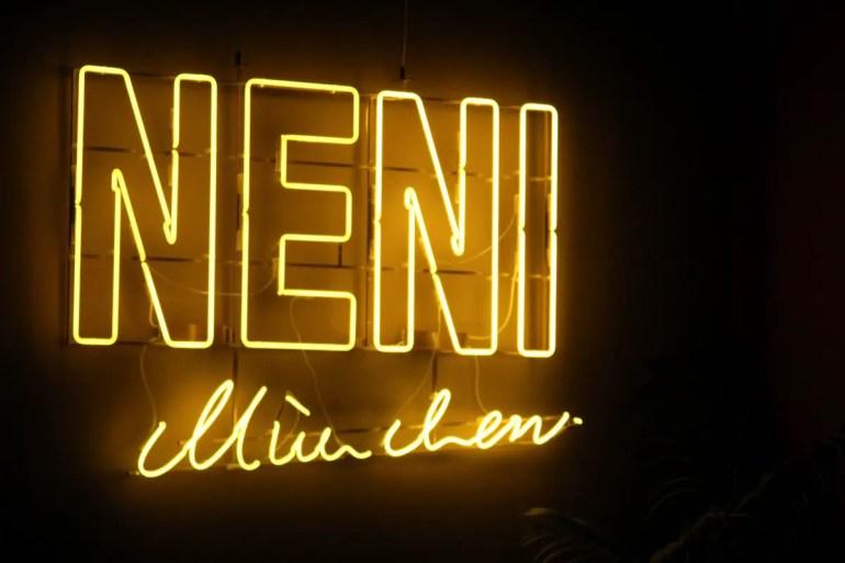 Das NENI München ist das dritte Restaurant in Deutschland mit der Küche von Haya Molcho und ihren vier Söhnen
