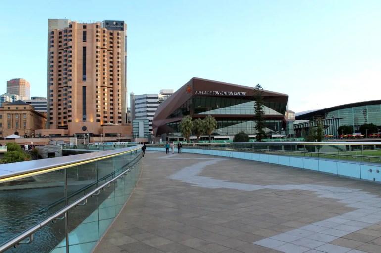 Modernes Adelaide: das Convention Centre am River Torrens