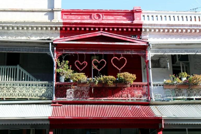 Rund um die Rundle Street findest du viele kreativ gestaltete historische Fassaden