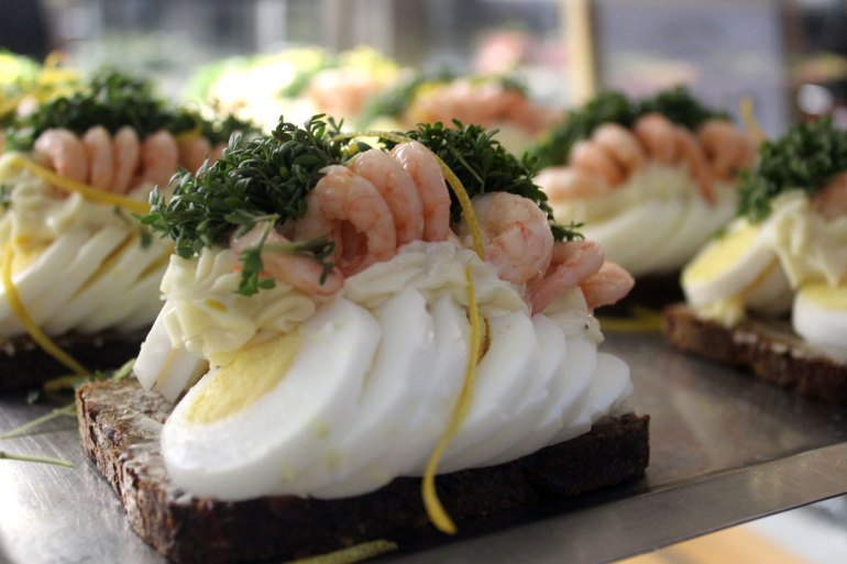 Smørrebrød: die kunstvoll belegte dänische Variante des Butterbrots