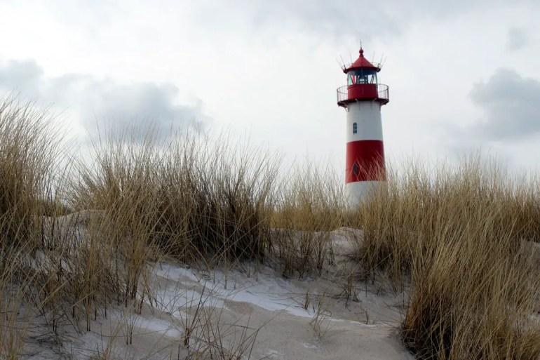 Auch im Winter ein tolles Fotomotiv: der Leuchtturm am Lister Ellenbogen