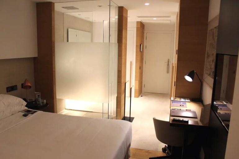 Edel ausgestattet in Naturfarben sind die Zimmer im Hotel Nakar