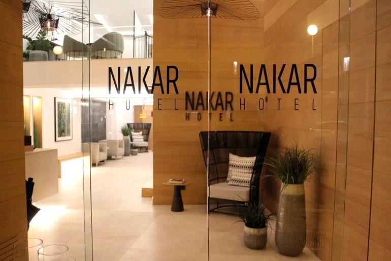Das schlichte Design zieht sich vom Empfang durchs gesamte Hotel