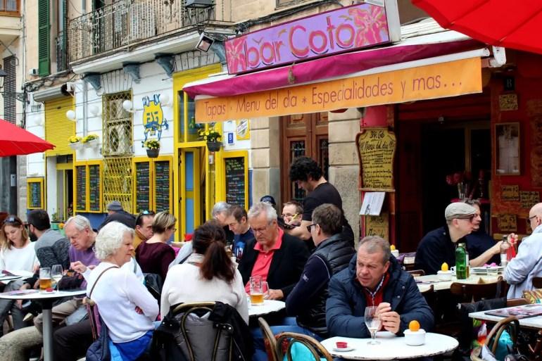 Die Bar Coto an der Plaça de la Drassana bringt Hippieflair in Palmas Ausgehviertel La Lonja