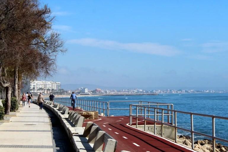 Von Palma aus kannst du auf der Promenade bis nach Arenal immer am Meer entlang radeln