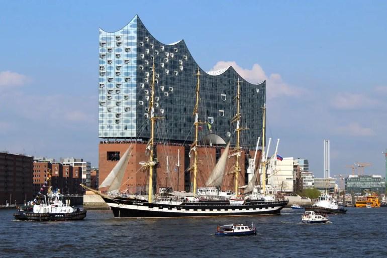 Wahrzeichen im Hafen: die Elbphilharmonie steht auch beim Hafengeburtstag im Mittelpunkt