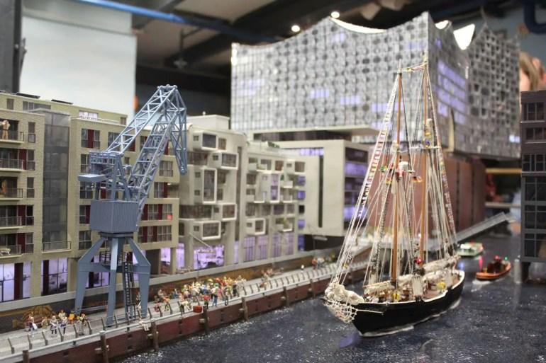 Darf natürlich auch im Miniatur Wunderland nicht fehlen: die HafenCity mit der Elbphilharmonie