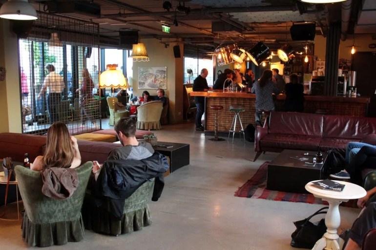 Wie auf dem echten Dachboden: Sammelsorium in der Rooftop Bar