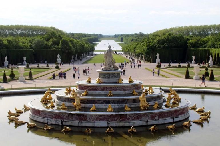 Die Gärten in Versailles sind riesig und perfekt für einen Sonntagsspaziergang
