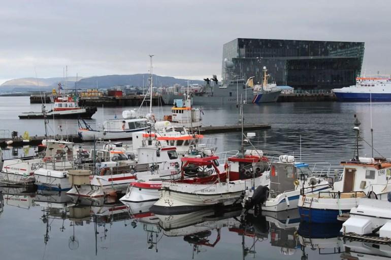 Vom Alten Hafen bietet sich ein schöner Blick hinüber zum Konzerthaus Harpa