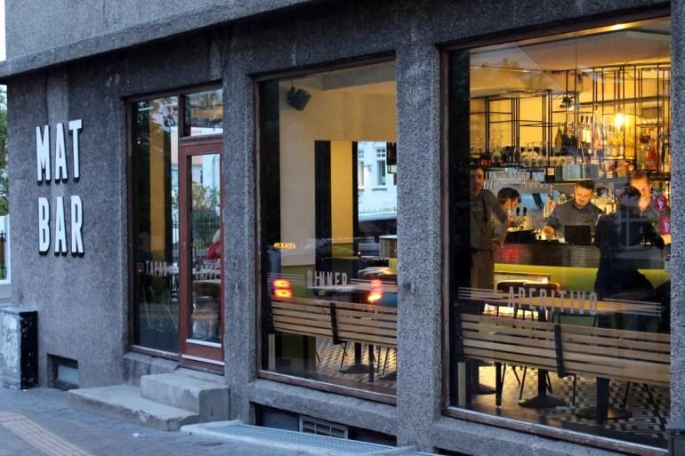 Rund um die Laugavegur gibt es viele spannende Bars wie die Mat Bar