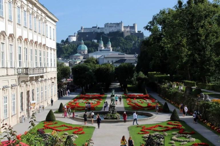 Immer wieder schön: Der Blick vom Mirabellgarten über die Stadt zur Festung Hohensalzburg
