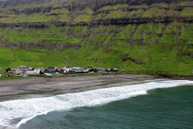 Nur für Hartgesottene: der Strand in Tjørnuvík
