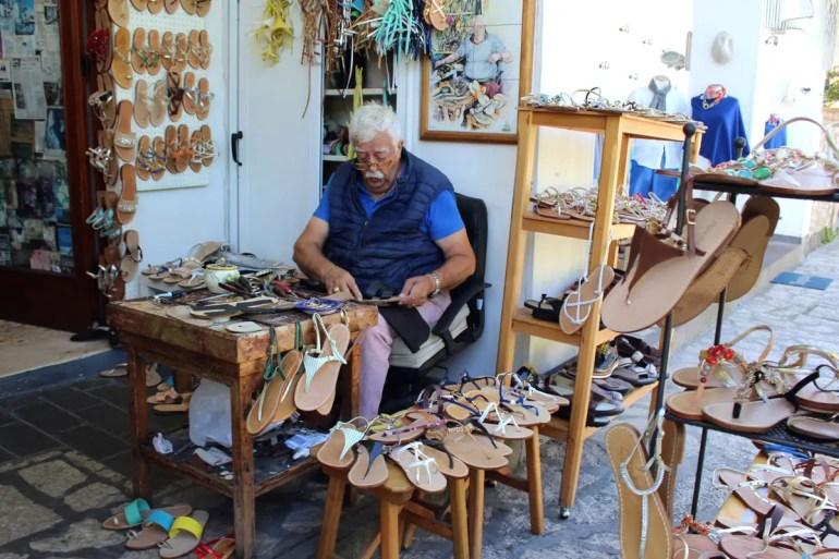 Die berühmten Capri-Sandalen werden auf der Insel noch vielerorts handgemacht
