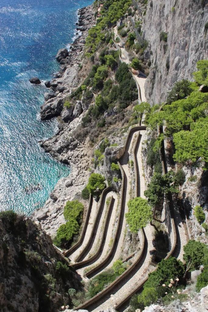 Spektakuläre: In Serpentinen schlängelt sich die Via Krupp hinab zum Meer