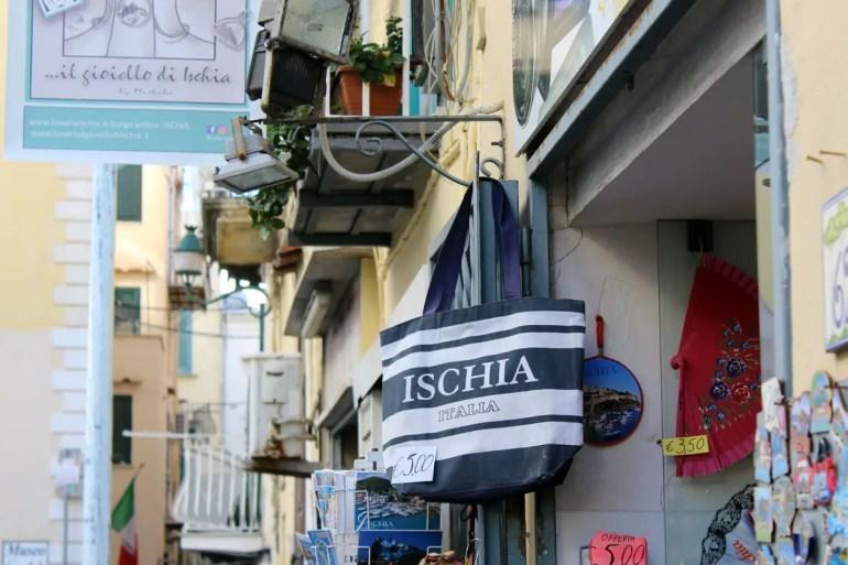 In Ischia gibt es viele Souvenirgeschäfte