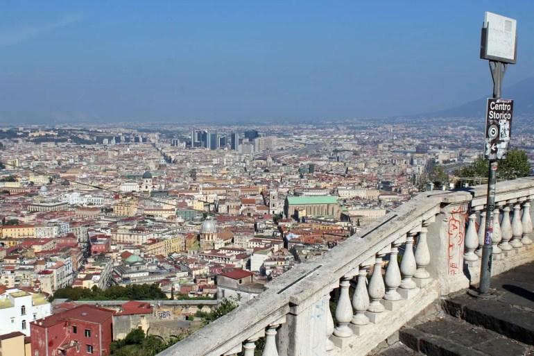 Von hoch oben bietet sich ein schöner Blick über Neapel