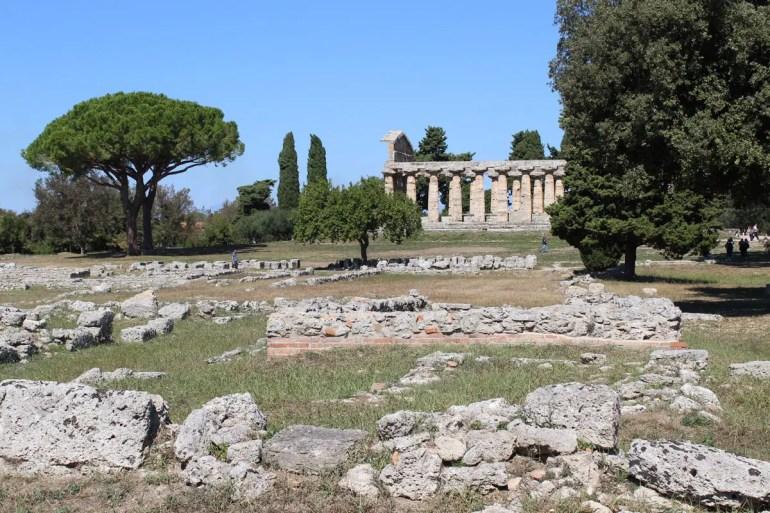 Die Tempel sind bestens erhalten, ansonsten sind nur Mauerreste erhalten